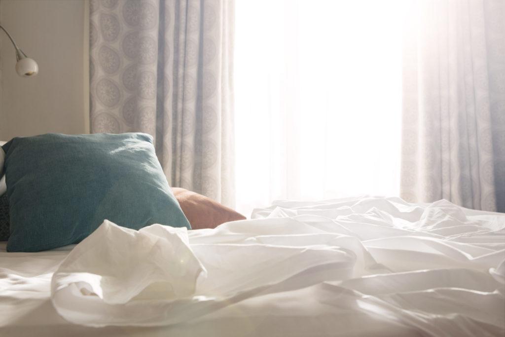 White sheets with pillows e1508428442793