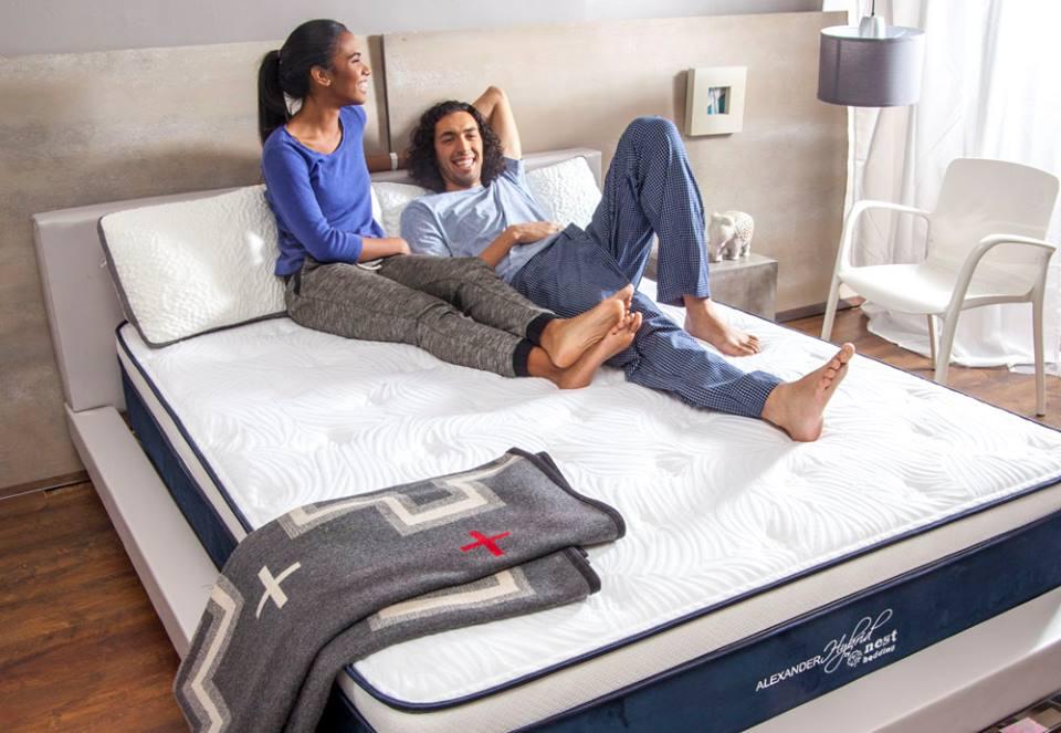 Couple lying down on Alexander Signature Hybrid mattress