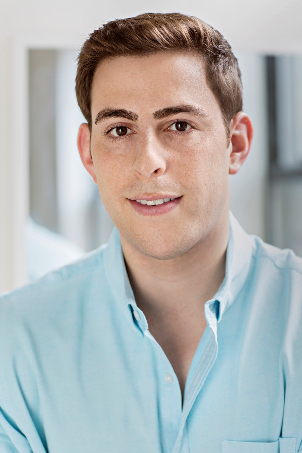 Co-founder of Helix Sleep, Alex Tishman, headshot