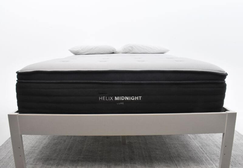Close up on the Helix Midnight Luxe mattress edge