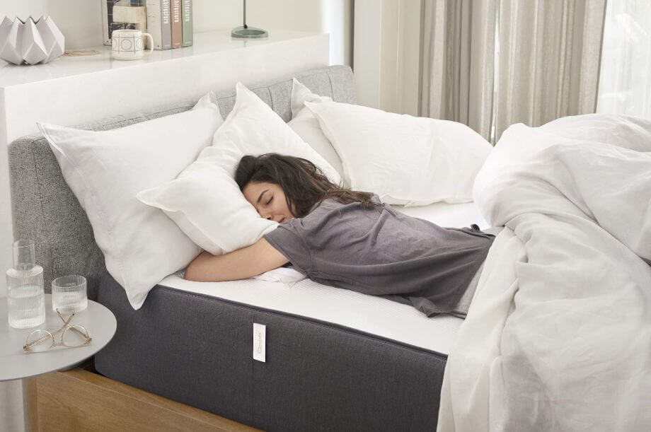 woman laying on her stomach on the Casper Hybrid mattress